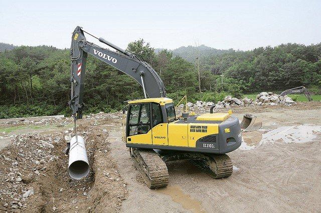 A97 - 98 Excavator 360 Lifting Operations